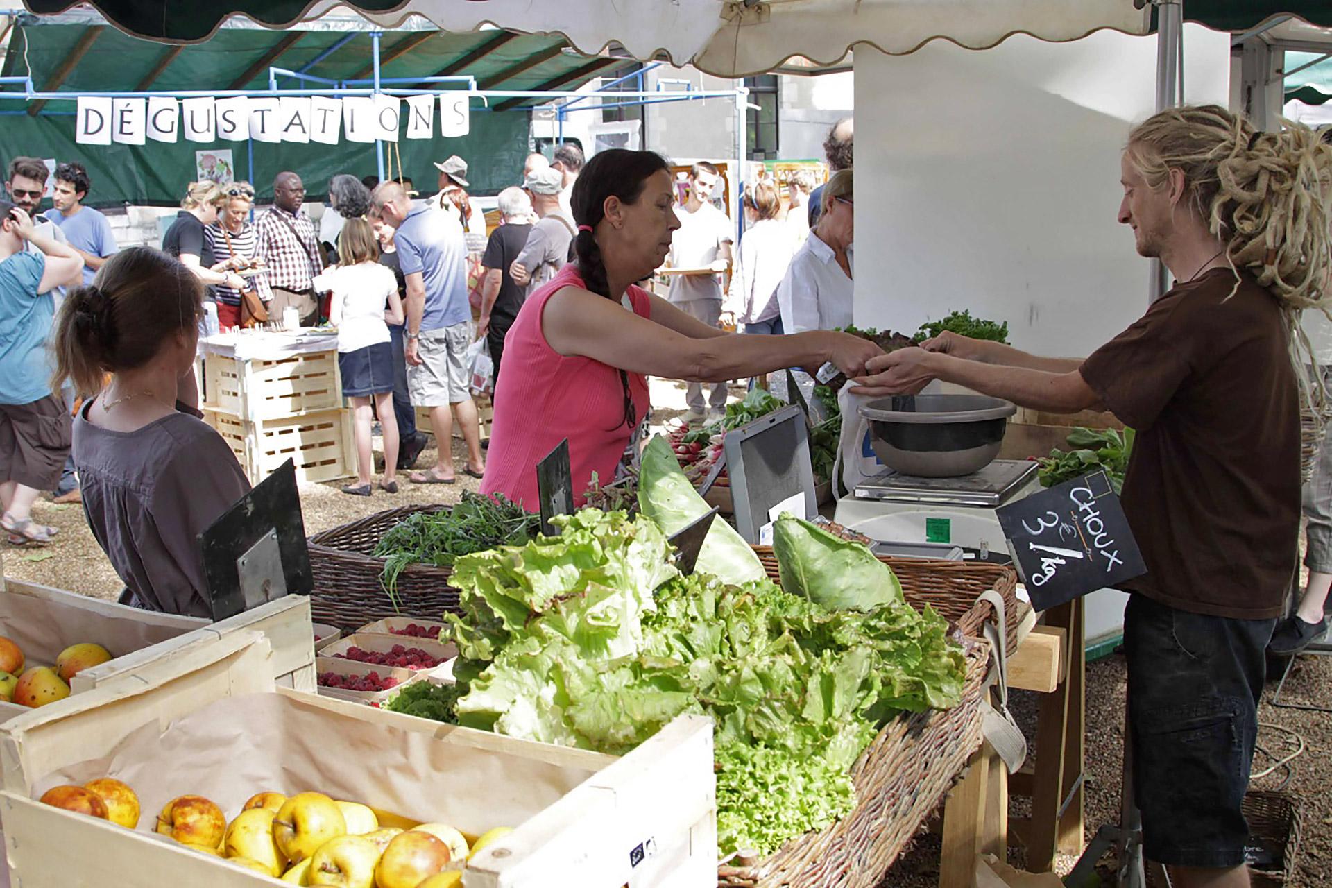 Le marché bio est organisé dans le parc Ronsard