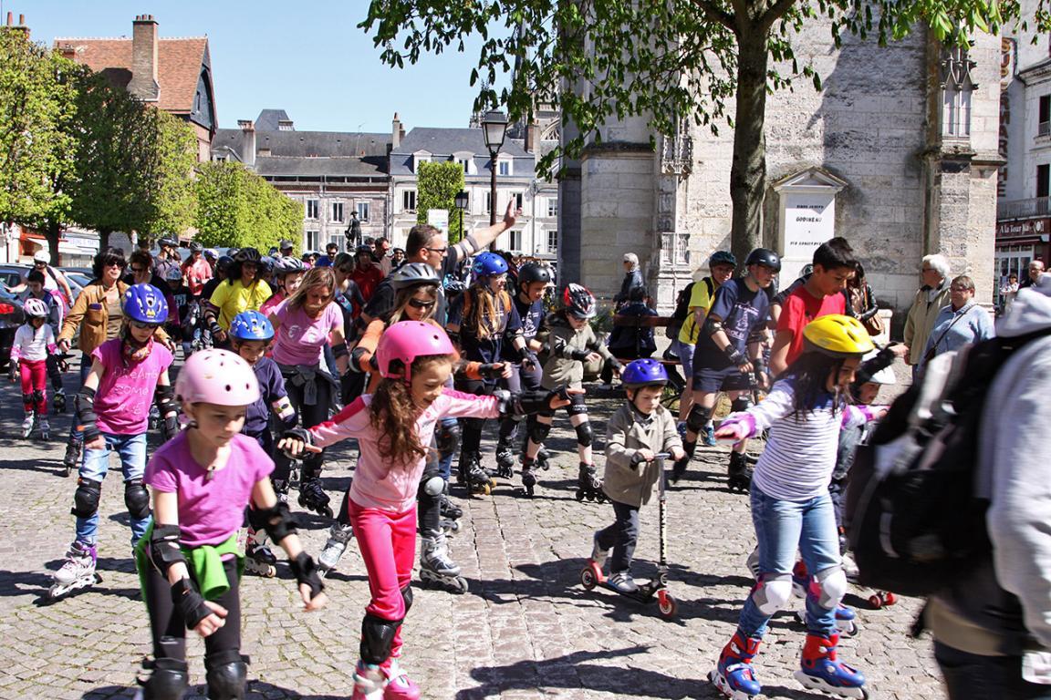 De nombreuses familles participent à la randonnée roller de Vendôme