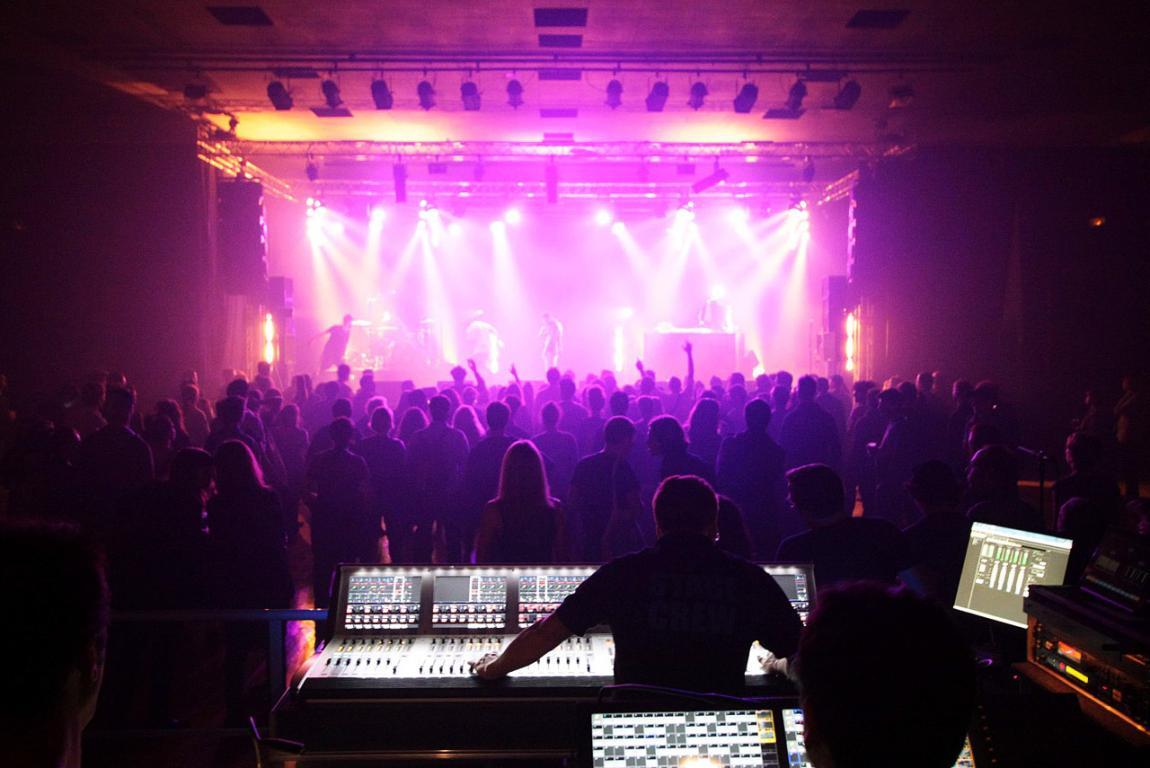 La scène du festival de musiques amplifiées Rockomotives en effervescence